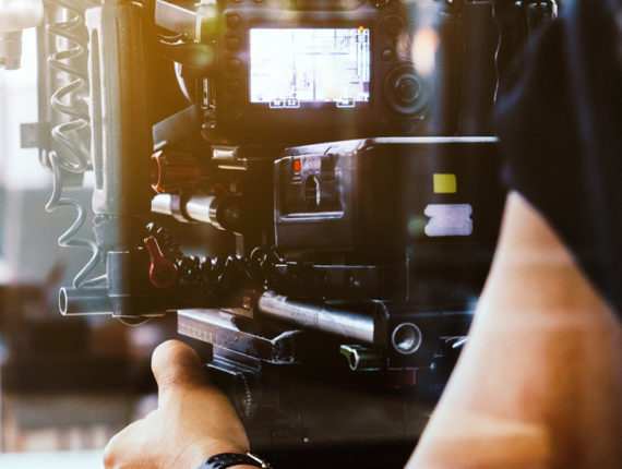 Kameramann filmt an einem Film Set