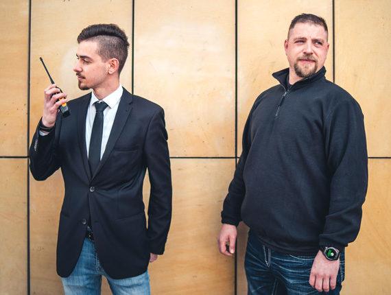 Zweierteam der Sicherheitsfirma PBS im Außeneinsatz in Berlin